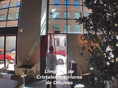 Limpieza de Cristales Interiores de Oficinas y Edificios en Altura en Madrid