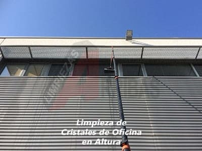 Limpieza de Cristales de Oficina en Altura en Madrid