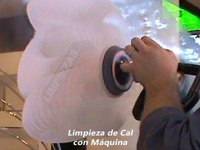 Limpieza de Cal en Cristales con Máquina