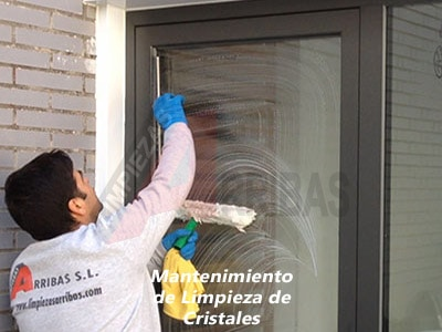Mantenimiento de Limpieza de Cristales en Madrid