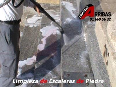 Limpieza de Escaleras de Piedra en Profundidad